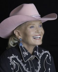 """Lynn Anderson, singer of 'Rose Garden,' dies in Nashville   NASHVILLE, Tenn. (AP) — Lynn Anderson, whose strong, husky voice carried her to the top of the charts with """"(I Never Promised You a) Rose Garden,"""" has died. She was 67. n (1947-2015)"""