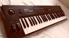 Yamaha SY22 Music Synthesizer