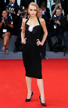Lily Rose Melody Depp the face of CHANEL L'eau fragrance is decked in halter dress and shoes from the French luxury label at the Venice Film Festival Festival 2016, Festival Dress, Festival Fashion, Lily Rose Depp Style, Lily Rose Melody Depp, Celebrity Red Carpet, Celebrity Look, Celebrity Prom Dresses, Venice Film Festival