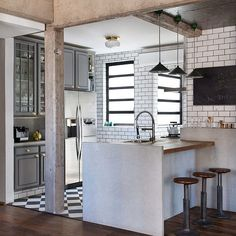 Harmonia nos revestimentos deixam a cozinha mais estilosa em São Paulo por Tavares Duayer (http://ift.tt/1LlNHVy) #inandoutdecor Harmony coatings make the kitchen more style in Sao Paulo by #tavaresduayer by inandoutdecor