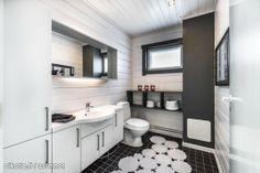 Myynnissä - Omakotitalo, Männikkö, Mäntsälä:   #WC #kylpyhuone #oikotieasunnot Saunas, Interior Decorating, Mirror, Bathroom, Inspiration, Furniture, Home Decor, Washroom, Biblical Inspiration