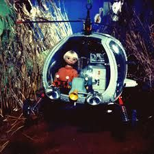 """a nice german TV-show production for kids(5 or 6 parts) from the 70´s. """"Robby, Tobby and the FliFaTüt"""" ( Fli=fliegen=to fly/ Fa=fahren=driving/ Tüt=honking )"""