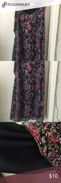 Dress Floral dress, sleeveless and fully lined. Ruffles on bodice and down front. Fits more like Ann 8. Dresses Midi