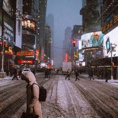 http://newyork.urbanexplorer.info/post/109363031465/blizzard-in-manhattan-photo-by-pavel-bendov