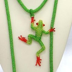 Bead artwork by Julia Turova. Climbing Frog Necklace. Detail