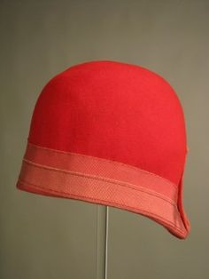 Scarlet wool felt cloche hat, made with a slight peak to one end and the edges bound in pink petersham ribbon; 1920s Outfits, Vintage Outfits, Vintage Fashion, Vintage Hats, Victorian Fashion, Style Année 20, 1920s Style, Vintage Style, Elsa Schiaparelli