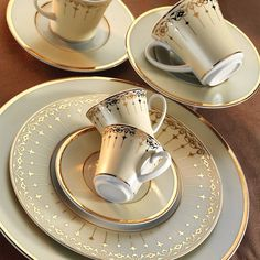 İris 12 Persons 87 Piece 6377 Pattern Dinnerware Set Kütahya Porcelain Product Code: Iris dinner set will illuminate your table with gold -