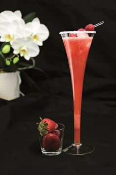 Strawberry Simplicity 2 handen vol aardbeien (200g) 1 handvol frambozen (60g) 3 dl sinaasappelsap 2 poignées de fraises (200 g) 1 poignée de framboises (60 g) 3 dl de jus d'orange