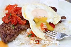 Bistec a Caballo is a traditional Colombian dish. It is basically a piece of steak with a tomato and onion sauce, topped with a fried egg. Colombian Dishes, My Colombian Recipes, Colombian Food, Onion Sauce, Skirt Steak, Latin Food, Spanish Food, How To Dry Oregano, Coriander