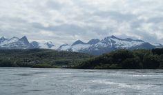 Salstraumen, grootste maalstroom ter wereld, 40 miljoen m3 water door nauwe geul in 4 uren, 37 km p/u. Draaikolken van 20 meter