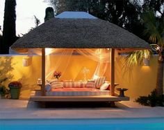 LOVE~LOVE this outside cabana..I LOVE the bed/couch area. & 33 best Outdoor beds images on Pinterest | Outdoor beds Outdoor ...