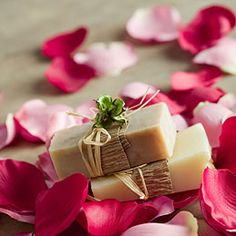 Almond Rose Soap made with pure soap flakes, rose petals, ground almonds, geranium oil. Soap Making Recipes, Soap Recipes, Soap Tutorial, Rose Soap, Handmade Soaps, Diy Soaps, Homemade Beauty Products, Home Made Soap, Homemade Gifts