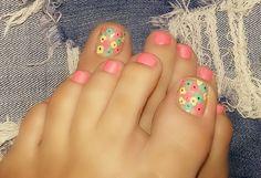 Uñas de los pies en colores divertivos. Uñas florales, Uñas coloridas, Uñas 2016.#Nails #ideas de decoración