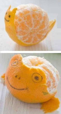 Caracol y rana hecho con piel de mandarina.