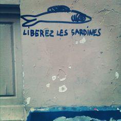 Libérez les sardines.  Paris, France
