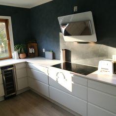 Dekton Zentih countertop, AEG cooker induktion :) eico cookerhood, wine fridge.