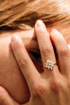 Baguette Diamond Rings, Unique Diamond Rings, Diamond Cluster Ring, Unique Rings, Non Diamond Wedding Rings, Baguette Ring, Unique Ring Designs, Gold Ring Designs, Vintage Diamond Rings