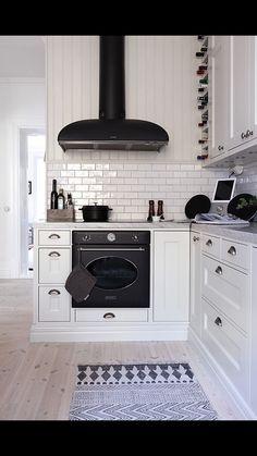 Smeg Colonial passar otroligt fint in i ett kök som detta! Bild lånad från hemnet.