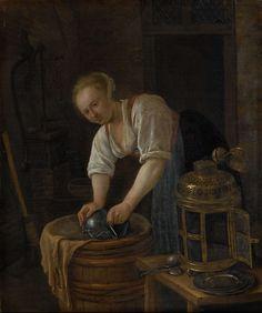 Jan Havicksz. Steen | Woman scouring metalware, Jan Havicksz. Steen, 1650 - 1660 | De ketelschuurster. In een bijkeuken schuurt een jonge meid een tinnen kan op een ton. Naast haar op een stoel staan een lantaarn, borden en lepels. Links op de achtergrond een waterpomp, bezem en vergiet.