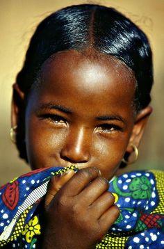 A Tuareg Girl in Niger - So beautiful Precious Children, Beautiful Children, Beautiful Babies, Beautiful People, Beautiful Things, Kids Around The World, We Are The World, People Around The World, Foto Face