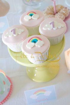 Número 1 Baby Girl Birthday Decorations, Birthday Cake Girls, Unicorn Birthday, Rainbow First Birthday, Rainbow Treats, Cloud Cake, Rainbow Parties, Small Cake, Baby Shower Cakes
