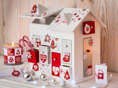 Réalisez un calendrier de l'avent original dans une petite maison en bois... Une idée ludique pour décorer la maison au plus grand bonheur des enfants...