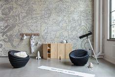We are stardust, we are golden. Diese Vintage-Version der Astronomie übertrifft die Moderne in Sachen Ästhetik bei weitem. Tapezieren Sie Ihre Wand – oder warum nicht gleich die Decke – mit diesem Sternenhimmel. Der Detailgrad beeindruckt und vereinzelte goldene Elemente erzeugen einen luxuriösen Look. Rebel, Murals For Kids, Kids Room Wallpaper, Easy Install, Decoration, Constellations, Wall Murals, Modern, New Homes