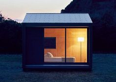 Muji Hut is a tiny prefab timber cabin, with a minimalist design, which offers us an economic habitational alternative for nomadic lifestyle Prefab Cabins, Prefabricated Houses, Prefab Homes, Tiny Cabins, Wooden Cabins, Casa Muji, Muji Haus, Maison Muji, Casas Containers
