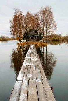 Tá de brincadeira comigo! Olha esse lugar!!! Island House, Finland http://www.travelbrochures.org/241/europa/travel-finland