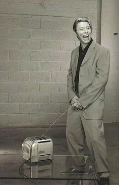 Bowie pissed on a toaster and someone photographed it
