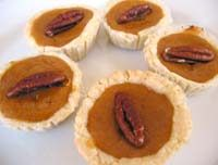 Mini pumpkin pies make for a perfect fall party! Mini Pecan Pies, Mini Pumpkin Pies, Mini Pumpkins, Pumpkin Baby, Just Desserts, Delicious Desserts, Yummy Food, Fall Recipes, Holiday Recipes