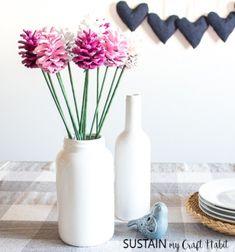 Ha a karácsonyi dekorációból megmaradt egy pár nagyobb  toboz  ,és szeretnéd őket  kreatívan felhasználni  vidám  tavaszi dekoráció képében,  akkor ezeket a gyönyörű, színes,  tobozból készült virágokat  (  tobozrózsákat  ) neked találták ...