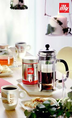 Discover Italian design and passion for coffee: espresso machines for ground coffee, capsules and coffee pods. Enjoy gourmet espresso at home. Espresso At Home, Espresso Coffee, My Coffee, Coffee Shop, Coffee Maker, My Favorite Food, Favorite Recipes, Italian Coffee, Gourmet