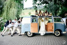 Wedding in Swiss, Wedding Photography, VW Bulli, Oldtimer Car, Photos with Friends, Wedding Group Photos