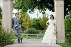 Awesome wedding pose to show fun personality! Happy wedding pictures in Arizona! | Utah Wedding Photographer | Southern California Wedding Photography