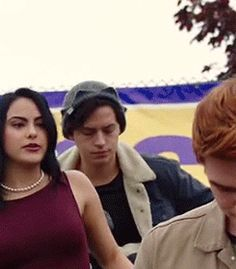 "Jughead's reaction when Veronica said Betty was ""positively radiating Nicholas Sparks"" over her date with Trev"