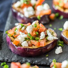 Low Fat Recipes A bath of olive oil, balsamic vinegar and honey. A topping of goat& cheese, toast . Healthy Dishes, Food Dishes, Healthy Recipes, Vegan Barbecue, Grilled Eggplant, Good Food, Yummy Food, Paleo Dinner, Convenience Food