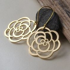 $19 on Etsy.com! http://www.etsy.com/listing/75263347/gold-flower-earrings?ref=cat2_gallery_4