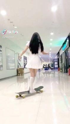 Skateboard Design, Skateboard Girl, Penny Skateboard, Foto Twitter, Skateboard Videos, Dance Kpop, Skater Girl Outfits, Skate Girl, Cool Skateboards
