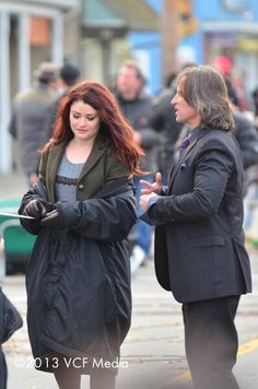 Emilie De Ravin & Robert Carlyle on set filming episode 3x11 (November 06, 2013)