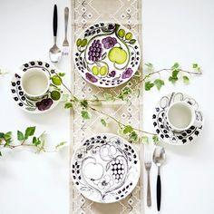 Paratiisi / ARABIA Ceramic Table, Ceramic Decor, Nordic Design, Scandinavian Design, Plate Design, China Painting, Marimekko, Cool Kitchens, A Table