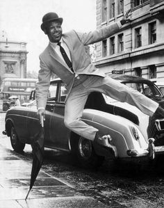 /r/OldSchoolCool **History's cool kids, looking fantastic! Sugar Ray Robinson, Antique Photos, Vintage Pictures, Black Like Me, Black And White, Vintage Black Glamour, Vintage Style, Vintage Fashion, Race In America