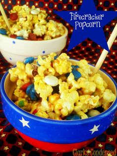 Red, White and Blue Popcorn with an added crackle (Pop Rocks) that is sure to put a nice spark in your Independence Day! Firecracker Cookies, Blue Popcorn, Popcorn Bar, Fourth Of July Food, July 4th, Independance Day, Happy Birthday America, Blue Food