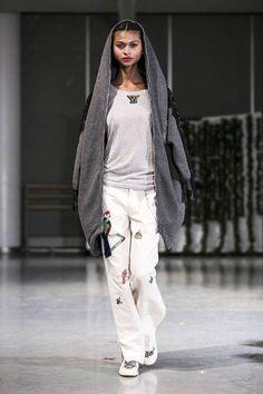 Yuna Yang Fall 2014 Ready-to-Wear Runway - Yuna Yang Ready-to-Wear Collection