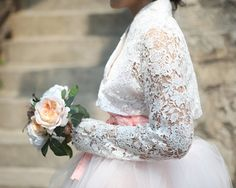 Love this lace and tulle modern 한복 Hanbok with the blush pink adding bit of a color to the traditional all white wedding dress