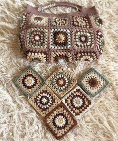 Marvelous Crochet A Shell Stitch Purse Bag Ideas. Wonderful Crochet A Shell Stitch Purse Bag Ideas. Granny Square Bag, Granny Square Crochet Pattern, Easy Crochet Patterns, Granny Squares, Crochet Home, Crochet Gifts, Knit Crochet, Crochet Handbags, Crochet Purses