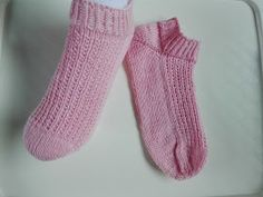 Lumioosi: Nilkkasukat neulomalla Slippers, Knitting, Hand Crafts, Sneaker, Diy, Fashion, Tejidos, Craft, Moda