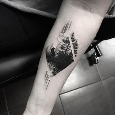 57 trendy ideas for tattoo wolf tree forests Dope Tattoos, Mini Tattoos, Trendy Tattoos, Body Art Tattoos, Small Tattoos, Tattoos For Guys, Pretty Skull Tattoos, Tricep Tattoos, Buddha Tattoos