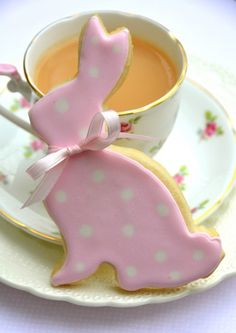 How to make Polka Dot Easter Bunny Sugar Cookies + Royal Icing 101