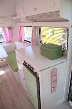 romantische roze caravan 6